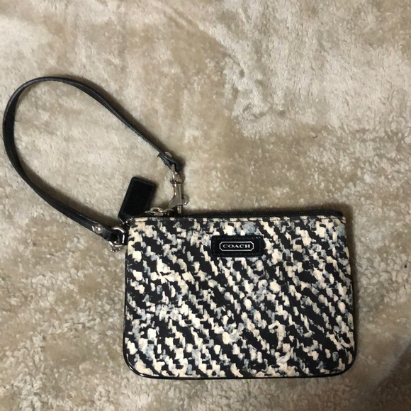 Coach Handbags - COACH WRISTLET ✨new without tag